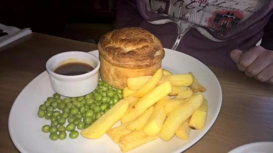 Tarbock, UK: Chicken and ham pie