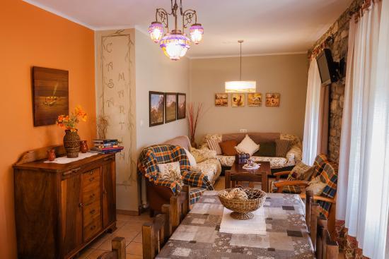 Salón-Comedor Casa Rústica - Picture of Casa Martin Ordesa, Sarvise ...
