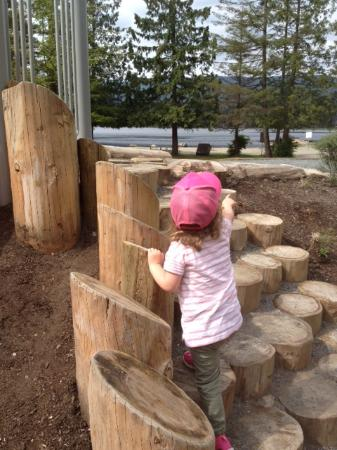 Maple Ridge, Kanada: playground and lake
