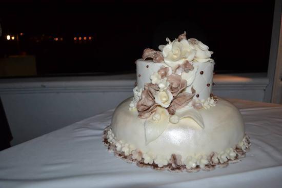 Torta frozen a pi piani con decorazione in pasta di for Decorazione torte per 50 anni di matrimonio