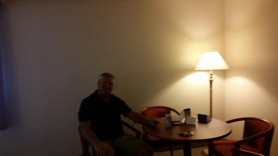 BEST WESTERN Oak Meadows Inn : Sitting area
