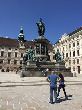 Hofburg: Reichskanzleitrakt (ala della cancelleria imperiale) - Statua dell'imperatore France