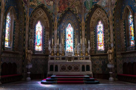St. John the Evangelist Church: The altar