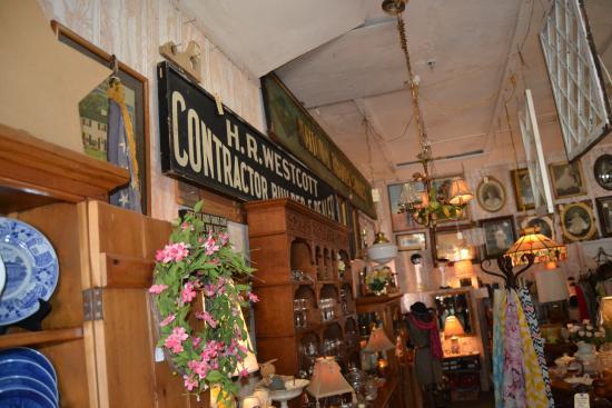 Lake Alfred, FL: A Peek Inside one side of Biggars Antique Store
