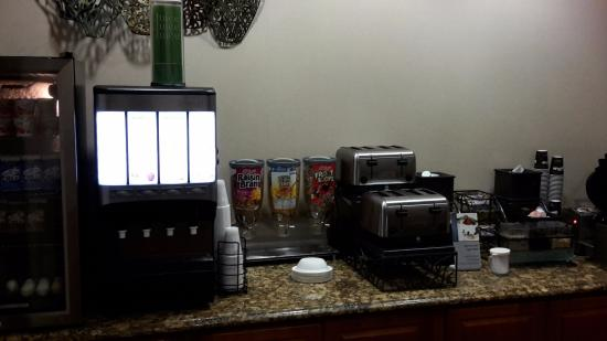Portage, Indiana: breakfast room too