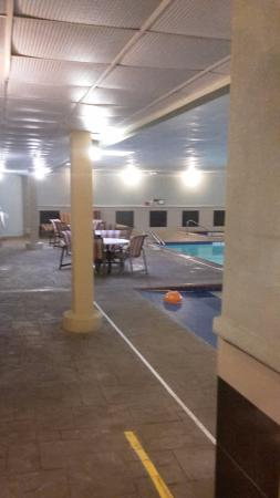 Portage, Indiana: pool with seating area
