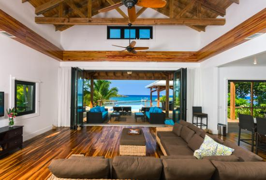 Vivaro Roatan: Great Room