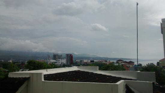 Minahasa Hotel Manado: pemandangan dari balcon kamar