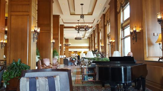 Inn on Biltmore Estate: View towards lobby from Piano Bar