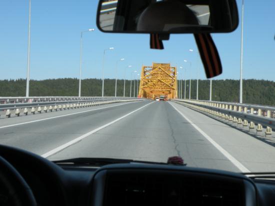 Khanty-Mansi Autonomous Okrug-Yugra, Rússia: Мост Красный дракон. Переезжаем на другую сторону Иртыша.
