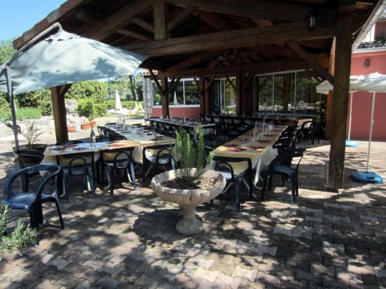 Hotel-Restaurant Douce France : Terrasse