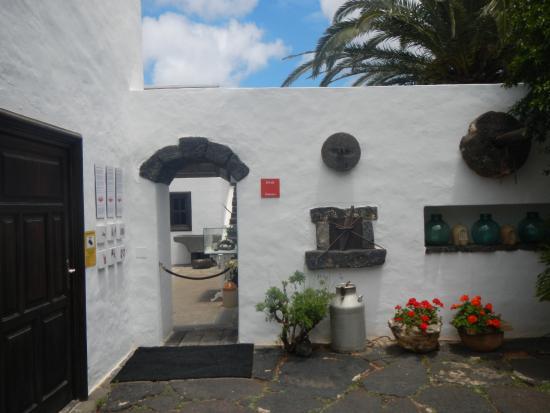 Esterno Di Una Casa : L esterno della casa di manrique picture of casa museo cesar