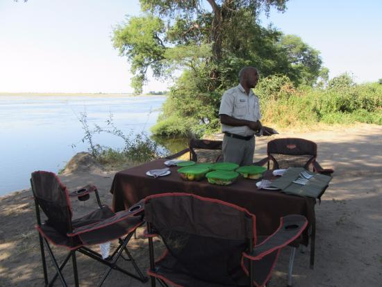 A picnic lunch on the Chobe!