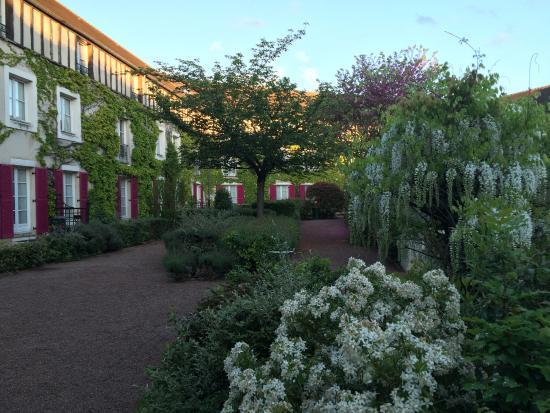 Gressy, France : Jardin