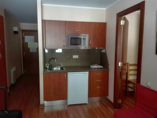 Apartaments Turistics Xixerella : Salon-cocina