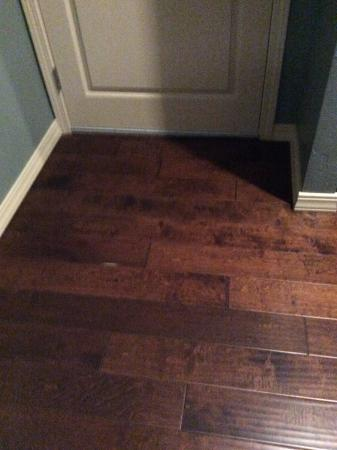 Cottonwood, AZ: Nice floors in room-no carpet