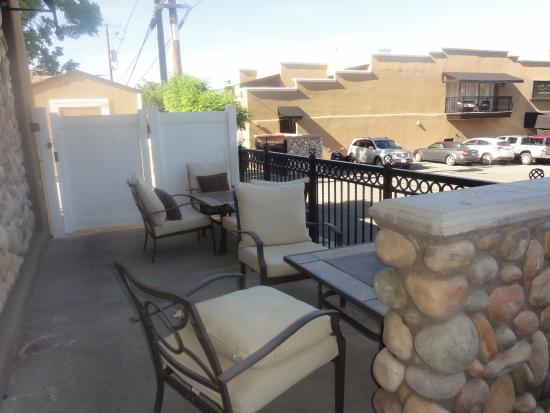 Cottonwood, AZ: Nice patio in the front
