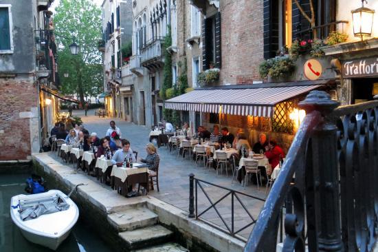 Hotel Al Ponte Mocenigo : A restaurant a few blocks aways. This is a quiet area of Venice.