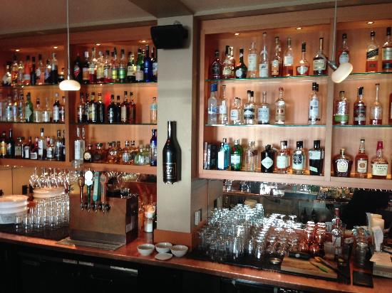 Keenan's at the Pier: Small bar area