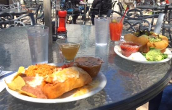 Castle Rock, CO: Chimichanga and taco salad with drinks--patio dining