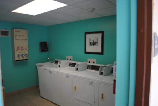Days Inn Jacksonville Airport: Guest Laundry