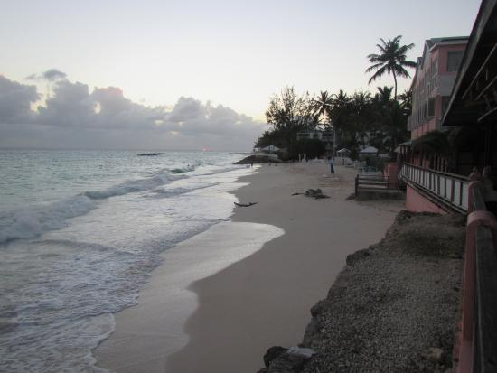 Barbados Beach Club: Well kept beach with lots of chairs and umbrellas
