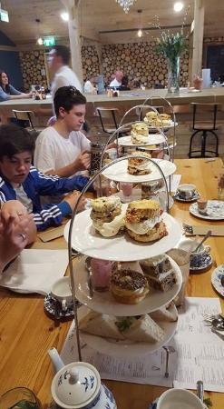 Scorton, UK: Extra large scones.