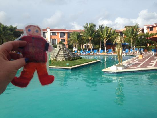 Hotel Cozumel and Resort: Another view of the pool area.