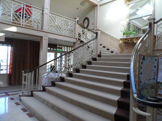 Furbo, Irlanda: grand stair in hotel