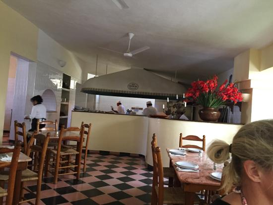Cafe Sante: Great Italian food, fairly priced. Great value!  Sit in beautiful garden patio!
