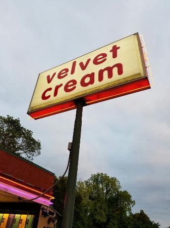 Hernando, MS: Velvet Cream
