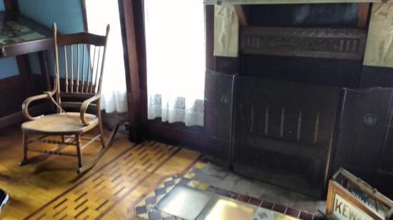 Kewanee, อิลลินอยส์: Sitting room at Woodland Palace