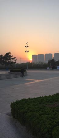 Rushan, China: Dancing at sunset