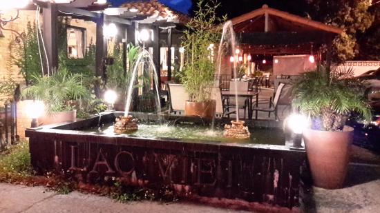 Lac Viet Bistro: Outdoor Patio area