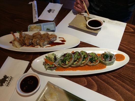 Yanagi Sushi & Grill: Yanagi boat, green salmon roll and crunchi roll