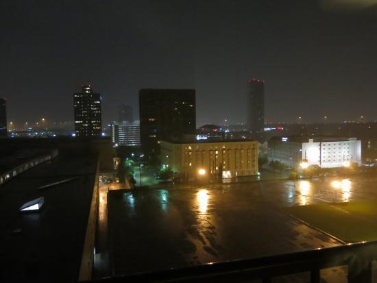 Westin Galleria Houston Hotel: Se observa parte de este sector de la ciudad, a la izquierda está el Wiston pero lejana al downt
