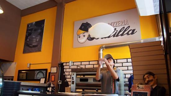 Balilla Pizzeria: Pizza Maker with great skills
