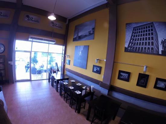 Balilla Pizzeria: Before opening hours