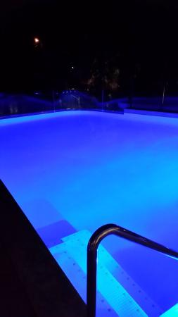 Mollymook, Αυστραλία: Pool at night at Bannister's Pavillion.