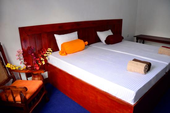 Charm Inn Tourist Rest : Dluxe Double Ensuit With Ac & Hot Water