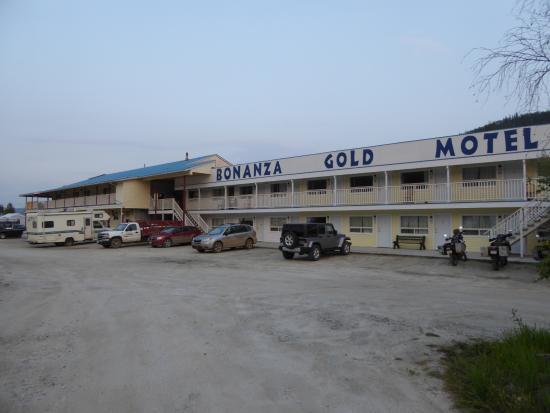 Bonanza Gold Motel & R.v. Park: Lots of parking for travelers