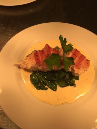 Calne, UK: Fresh fish menu great choice of over 100 gins