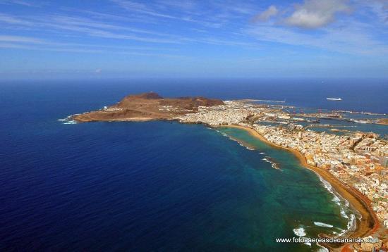 Vista de toda la playa de Las Canteras en Las Palmas de Gran Canaria