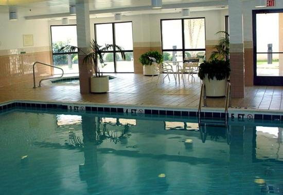 Courtyard Bowling Green Convention Center: Indoor Pool