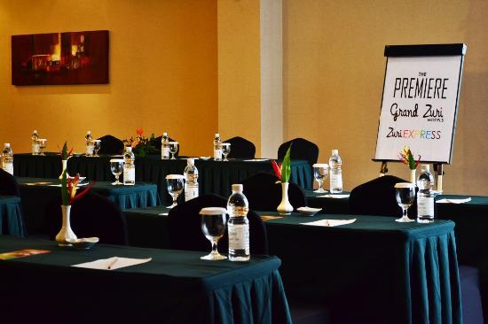 Grand Zuri Hotel Jababeka: Meeting Room