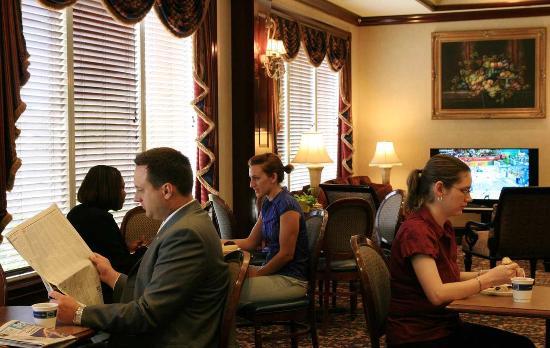 Hampton Inn Dulles-Cascades: Dining Area Hampton