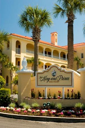 The King and Prince Beach and Golf Resort: Oleander Resort Entrance