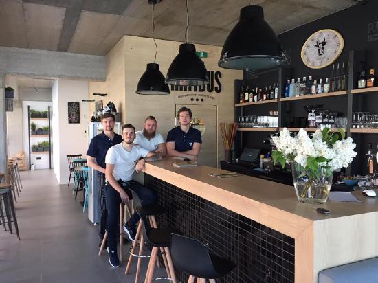 Bistro Rambus: kvalitné jedlo, moderný interiér, ústretová obsluha,