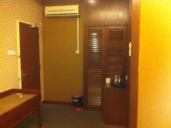 D Eastern Hotel Photo