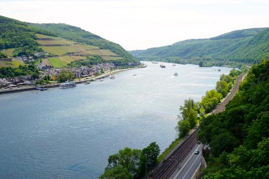 Trechtingshausen, Tyskland: вид на Рейн